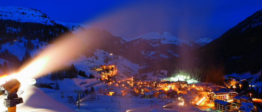 italy_dolomites-ski-area_arabba_evening_snowmaking_.jpg